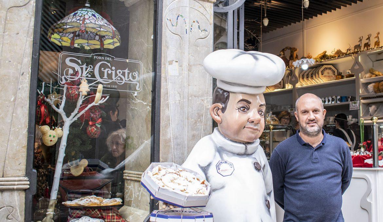"""""""El crucerista es una oportunidad para promocionar la isla"""" . Víctor Vega (Horno Santo Cristo)"""